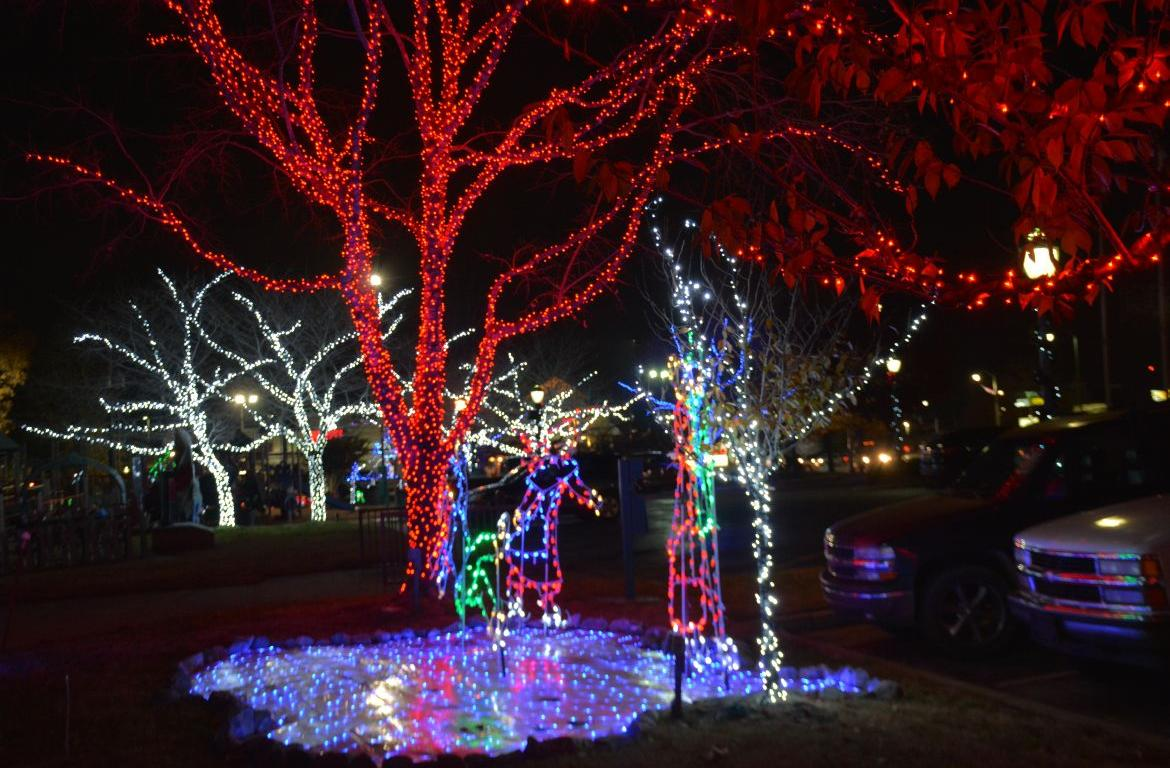 Christmas On The Cumberland 2021 Christmas On The Cumberland With 3 New Displays Opens Next Week Clarksvillenow Com