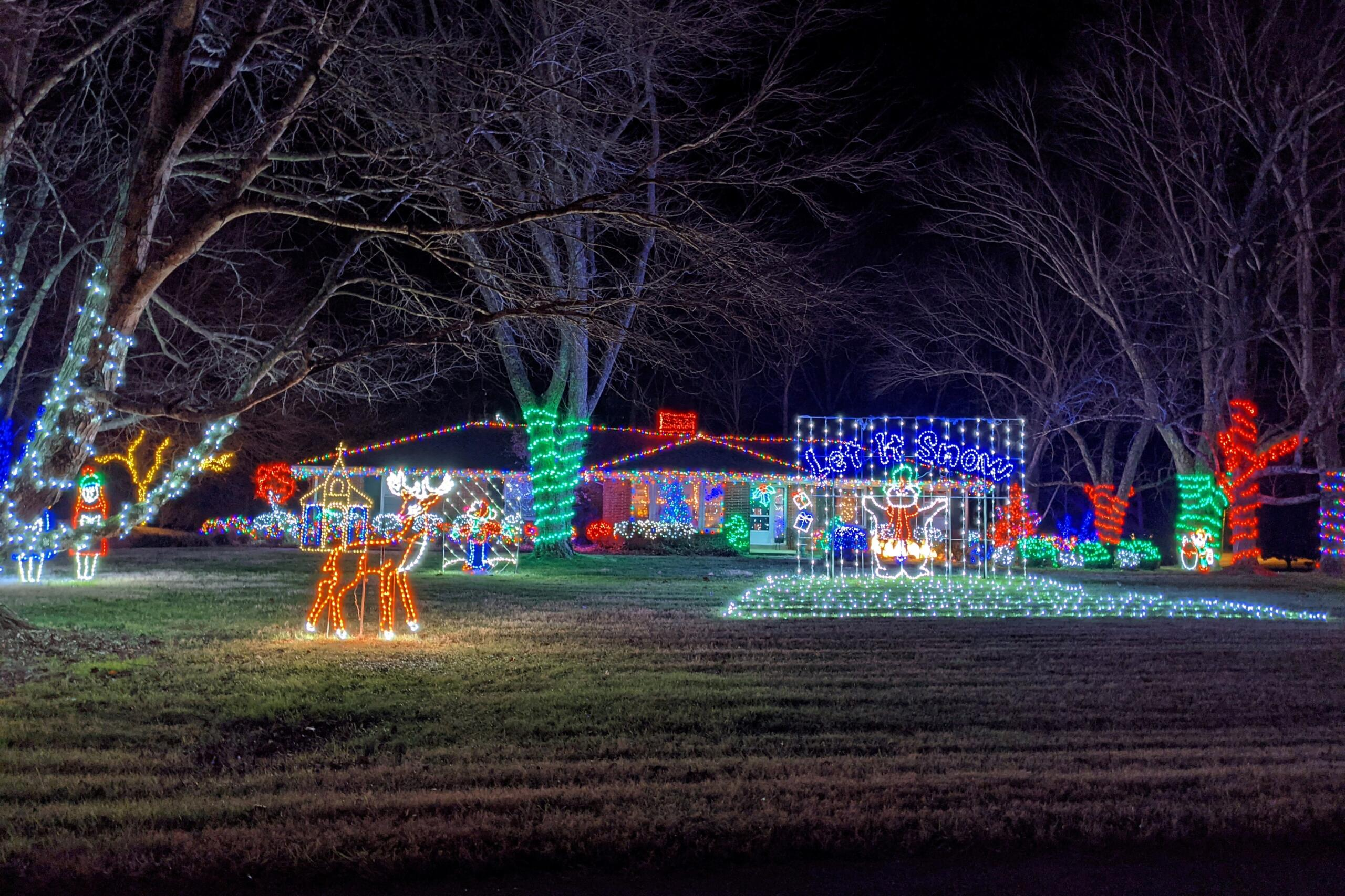 Christmas lights at 30 Coventry Circle. (Jariel Jimenez, Clarksville Now)