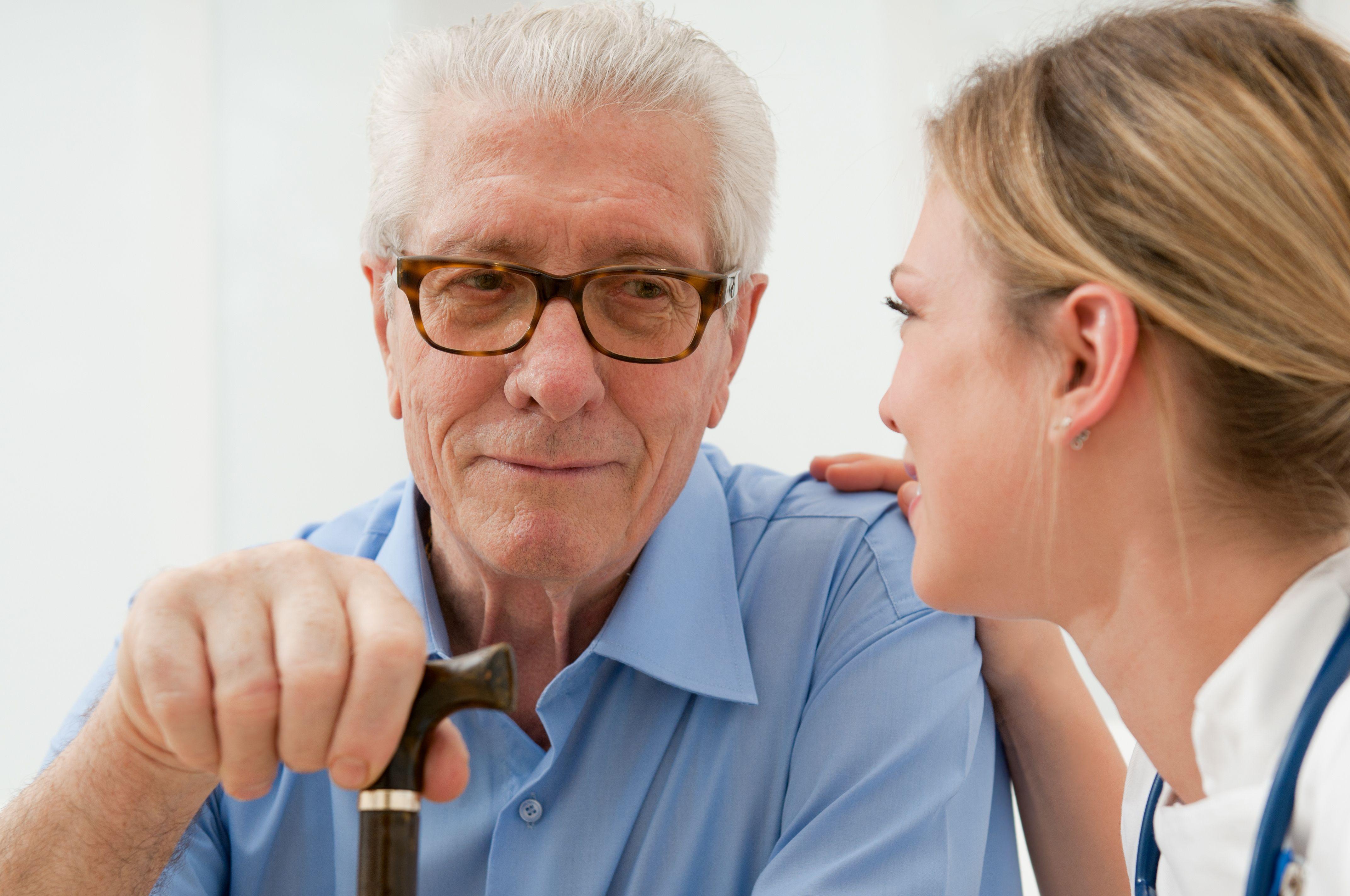 Старик и медсестра 23 фотография