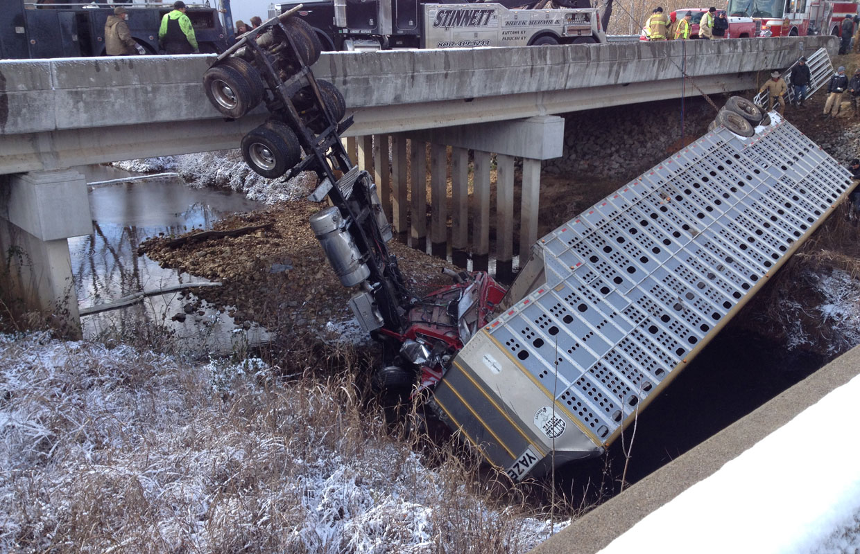 Cattle truck crashes on I-24 in Kentucky | ClarksvilleNow com