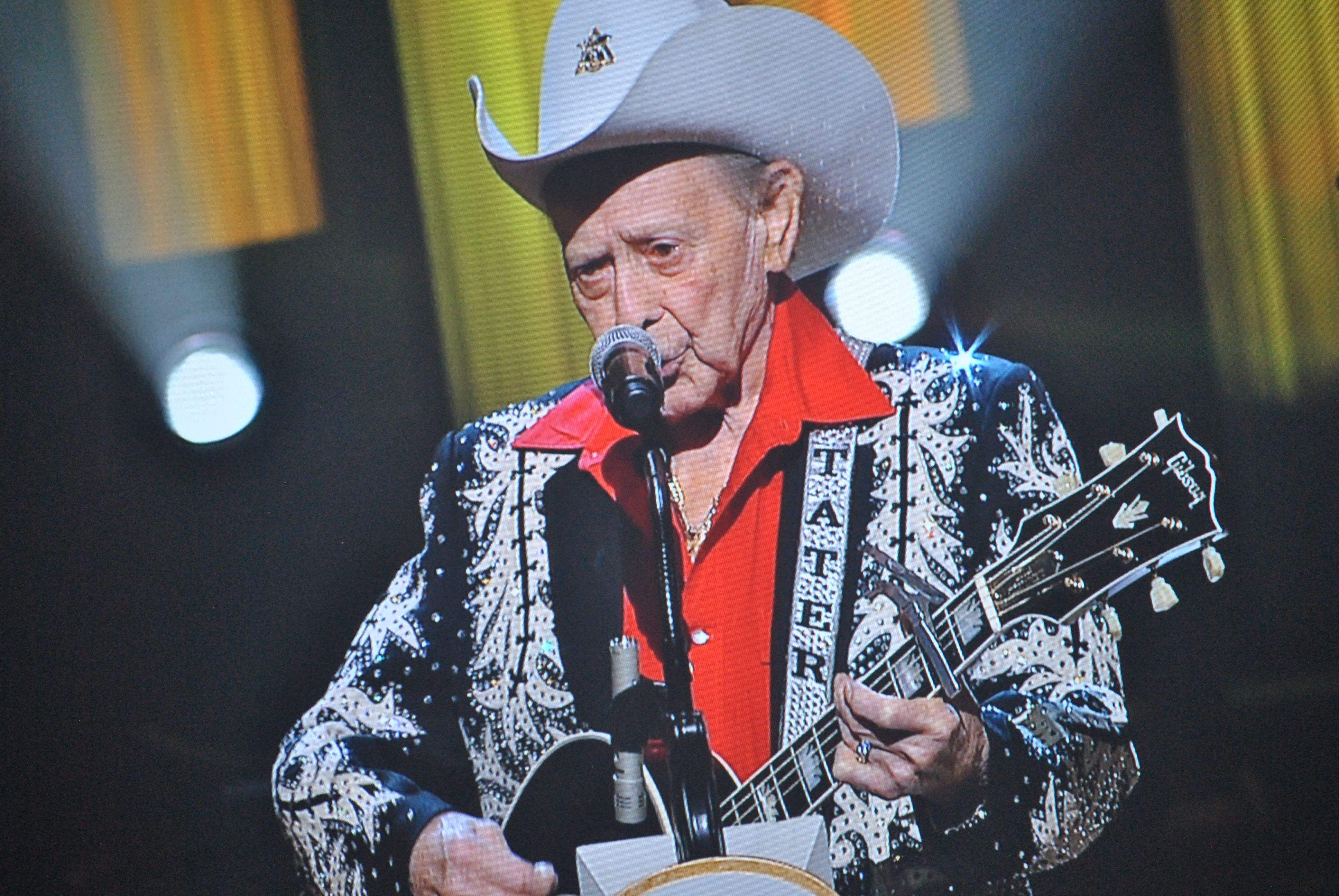 grand ole opry 39 s little jimmy dickens hospitalized. Black Bedroom Furniture Sets. Home Design Ideas
