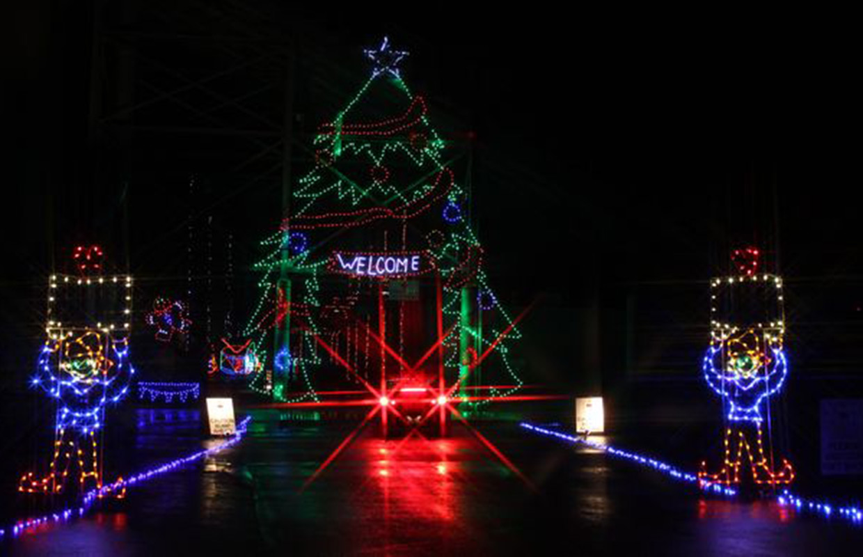 Speedway Christmas Lights.Christmas Lights Extravaganza Open At Clarksville Speedway