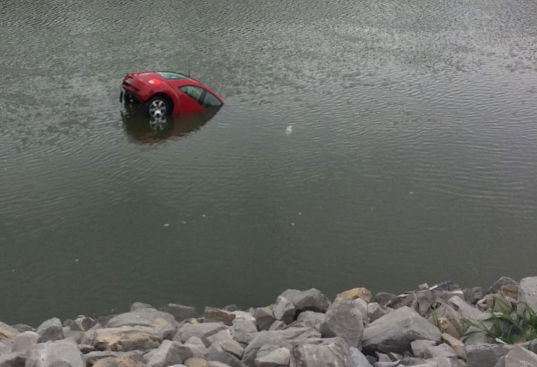 Car rolls from parking lot into Cumberland River | ClarksvilleNow.com