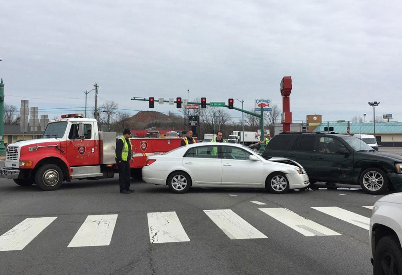 Riverside Drive Crash Backs Traffic Dr Intersection