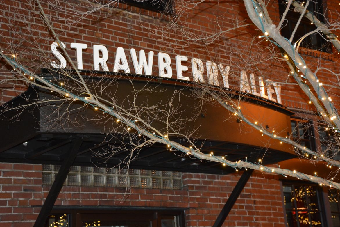 strawberry alley ale works  78