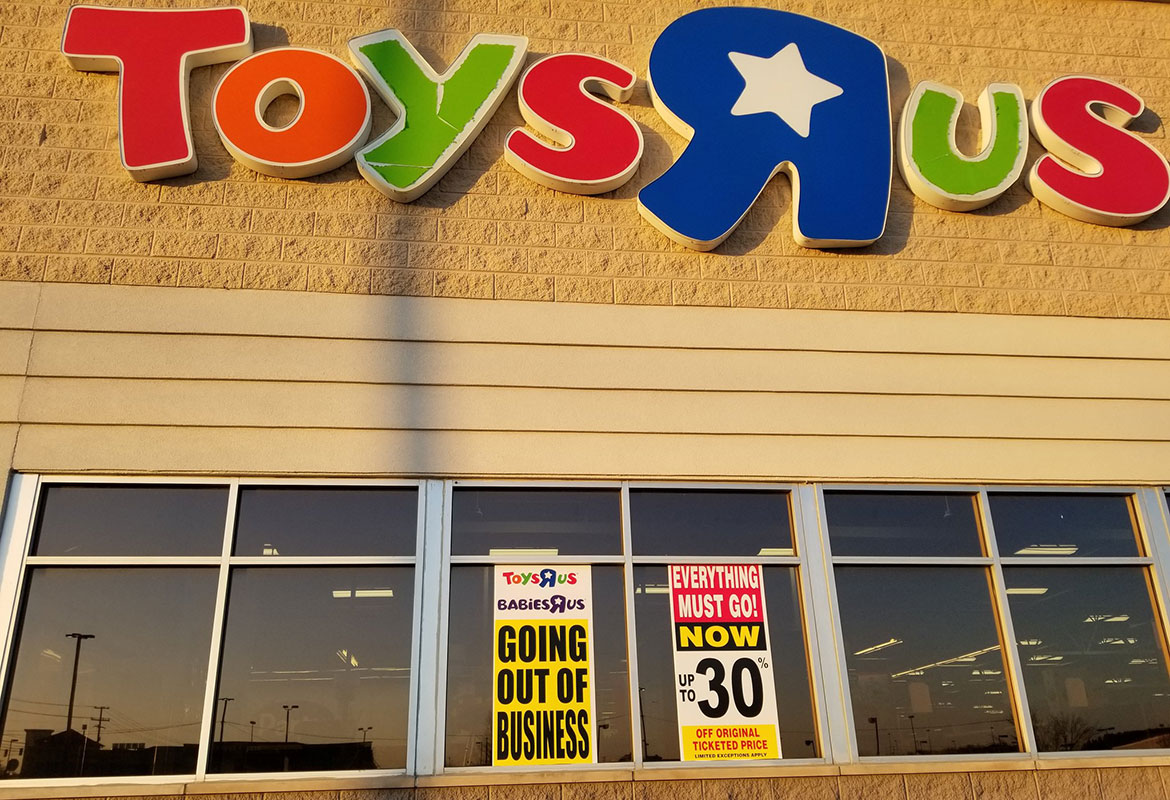 Clarksville Toys R Us Begins Going Out Of Business Sale