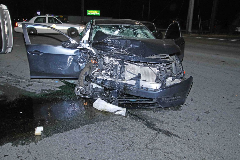 Clarksville police: Mother killed, 2 people injured in crash