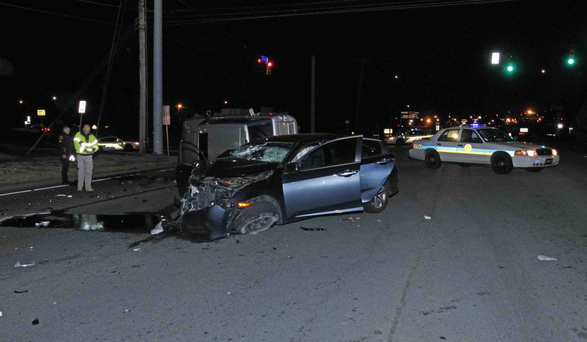 Clarksville police: Mother killed, 2 people injured in crash