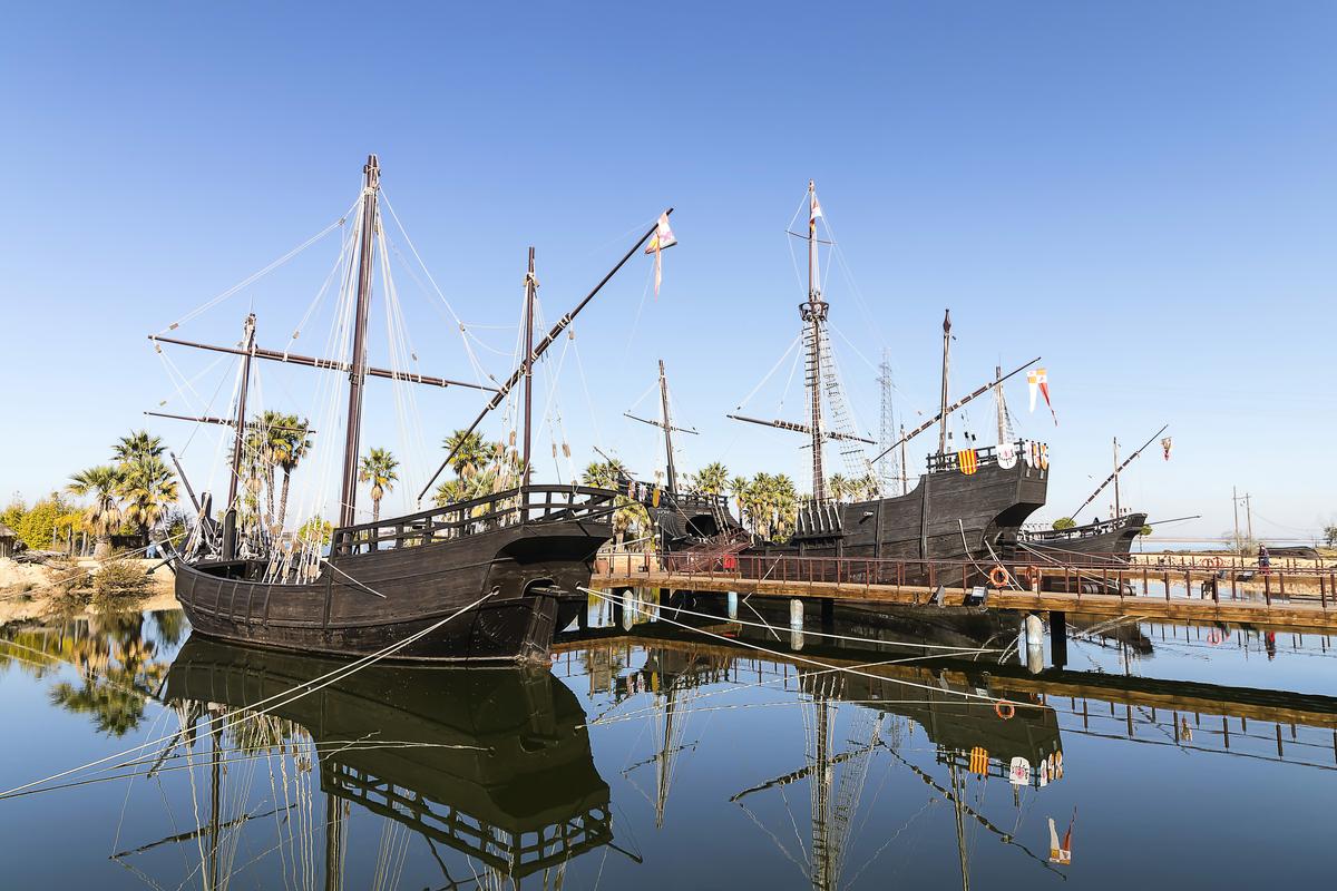 The Niña and Pinta Sail into Riverside Drive | ClarksvilleNow.com